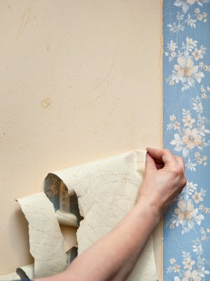 Wallpaper removal in Cardiff, California by Rubio's Painting Services.